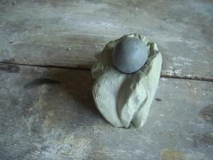grob ausgearbeiteter Stein