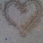 herz,sand,malen im sand,herzchen